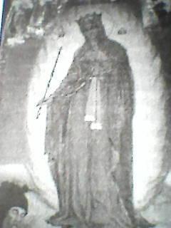 Почаев, Святая Горка. Украина, 14 век. При явлении Богоматери камень запечатлел отпечаток Её правой стопы и источил воду. Этот благоуханный отпечаток сохранился.