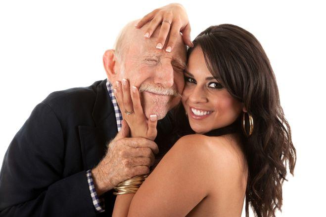 Почему пожилые мужчины предпочитают молодых девушек