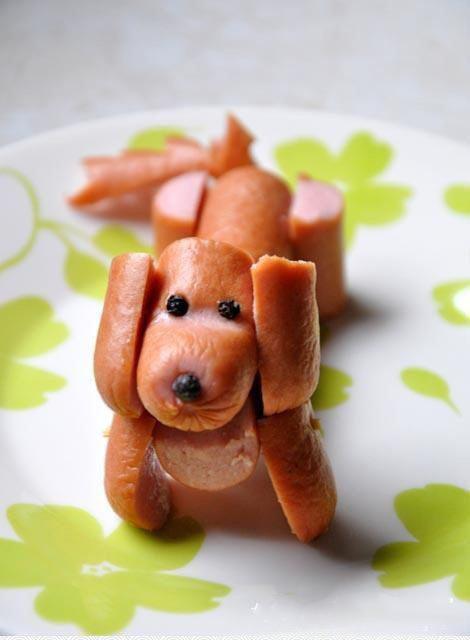 Собака из сосисок