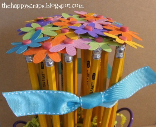 Подарок ко дню учителя карандаш ромашка