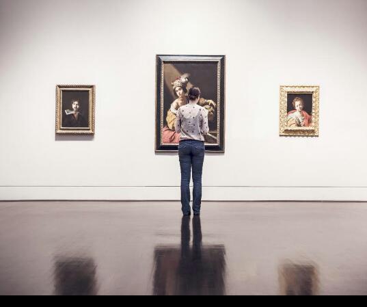 94 девушка музей