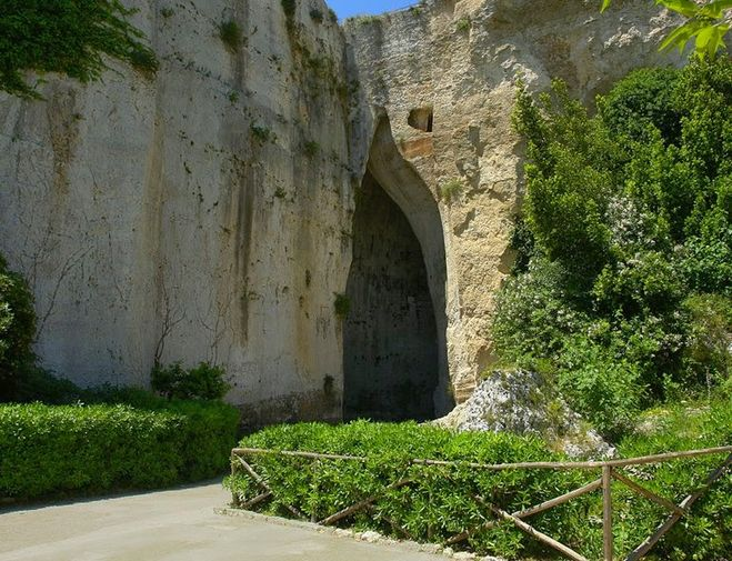 пещера ухо Дионисия