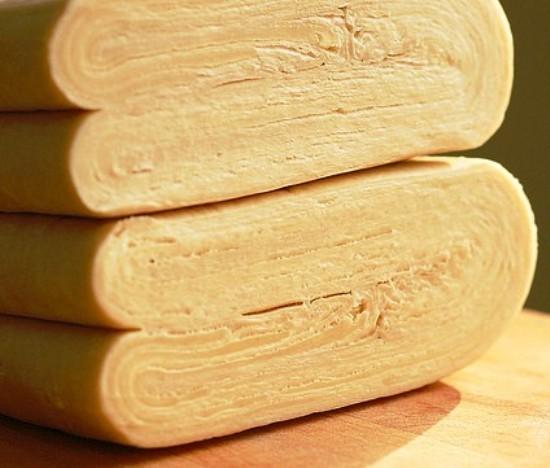 Какое тесто лучше для чебуреков: дрожжевое или бездрожжевое?