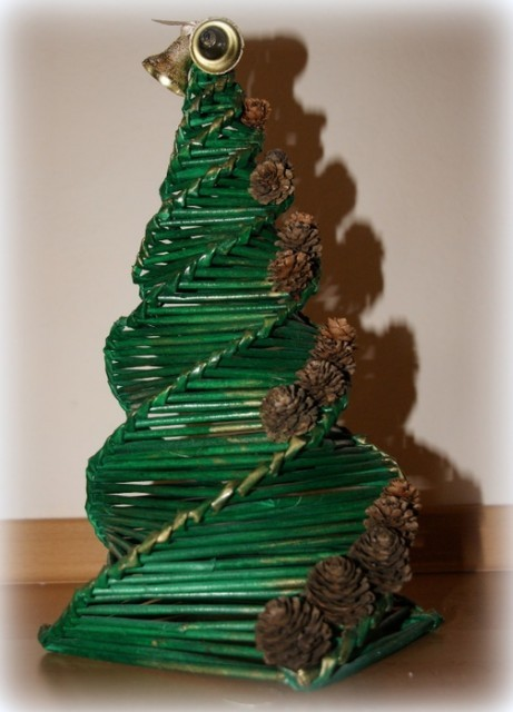 спиральное плетение, газетные трубочки, новогодняя елка