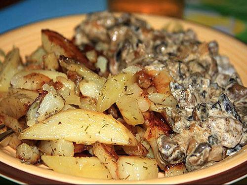 Грибы с картошкой жареные в сметане рецепт пошагово в