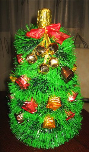 новогодняя елка, мишура, шампанское, конфеты