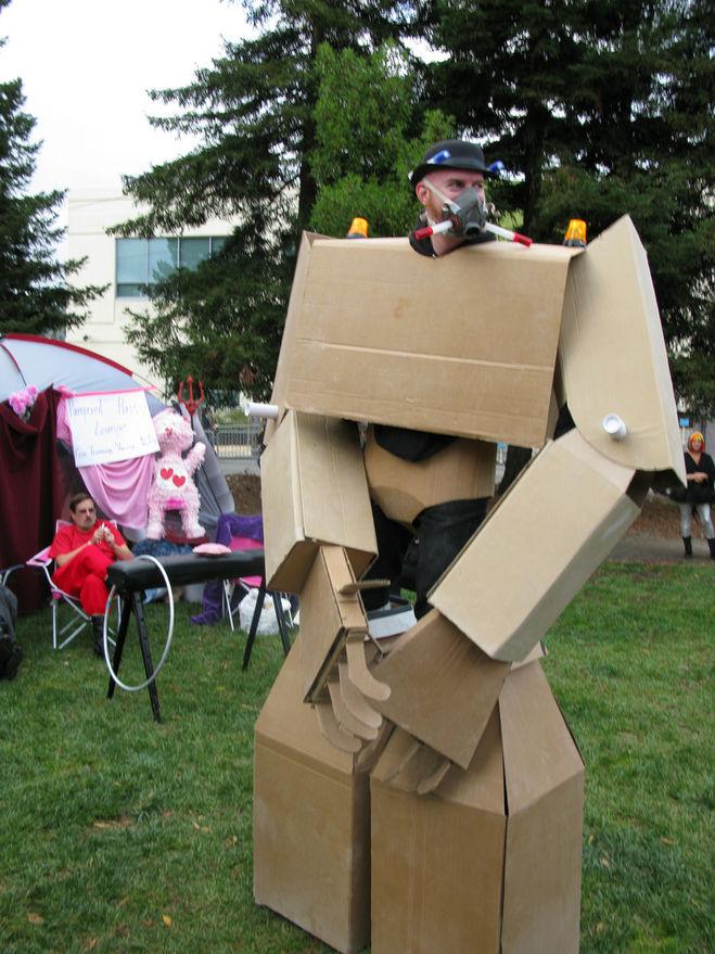 Маска робота из коробки