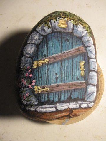 сказочный домик для феи из камушка дверь