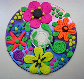 открытка-аппликаци&shy;<wbr/>ю из CD-диска вместе с детьми на 8 марта