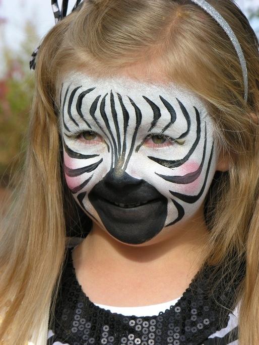 Рисунок на лице зебра