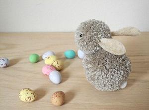 кролик (заяц) из помпонов своими руками