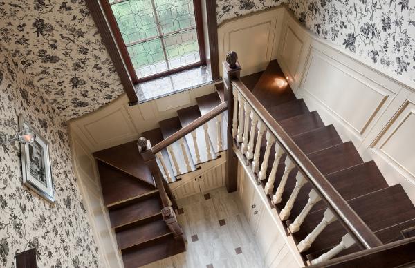 Во сколько раз лестница на девятый этаж длиннее лестницы на третий этаж этого дома?