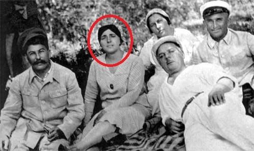 семья Иосифа Сталина, причины самоубийства Надежды Аллилуйевой