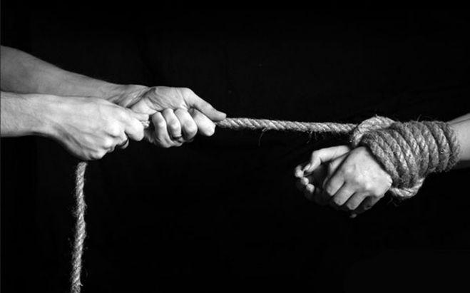 Трудности... проблемы... нищета... издевки... кому-то интересно вить с людей веревки