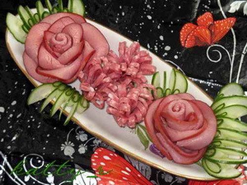 Как сделать розу из колбасы?