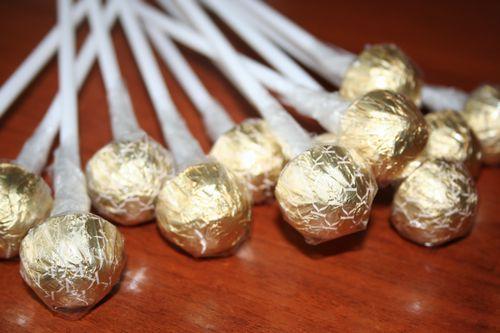 Ромашка из конфет