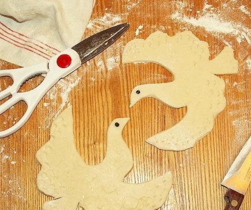 Как вырезать птичку из бумаги