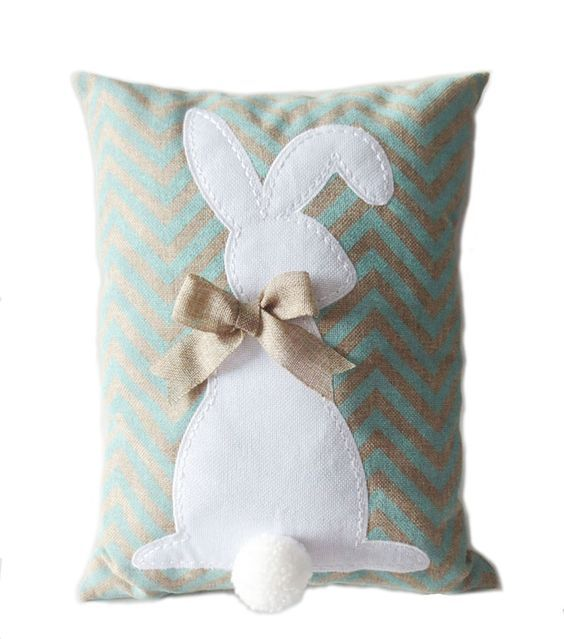 аппликация с кроликом на подушке
