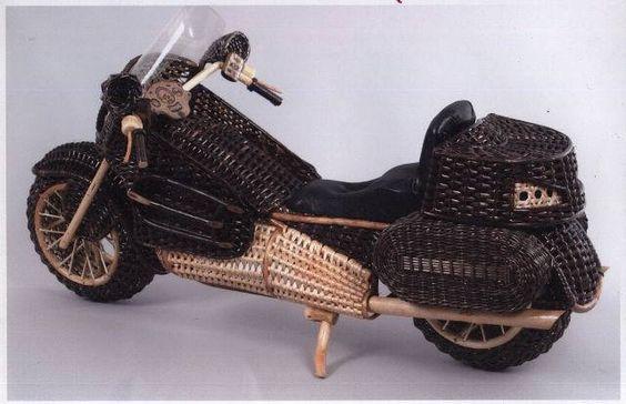 мотоцикл из газетных трубочек