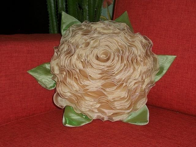 Декоративные розы из ткани