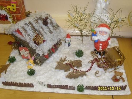 Какую несложную новогоднюю поделку можно сделать на выставку в детский сад?