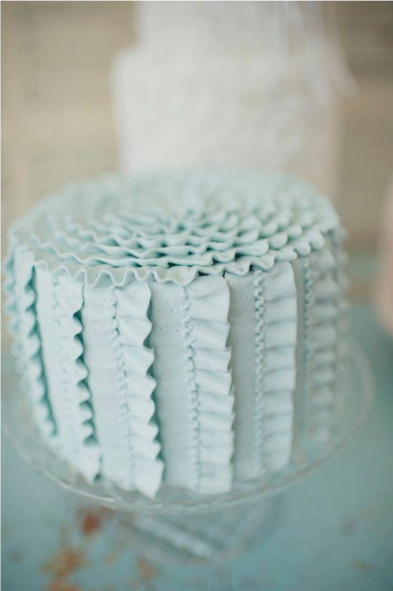 торт с рюшами