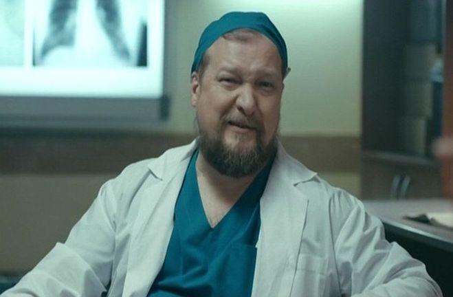 Как Сергей Макаров(актёр) защищает своего сына Корнея Макарова?