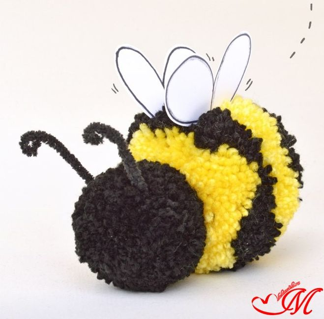 игрушка пчелка из помпонов