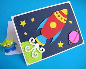 открытка с ребенком на день Космонавтики