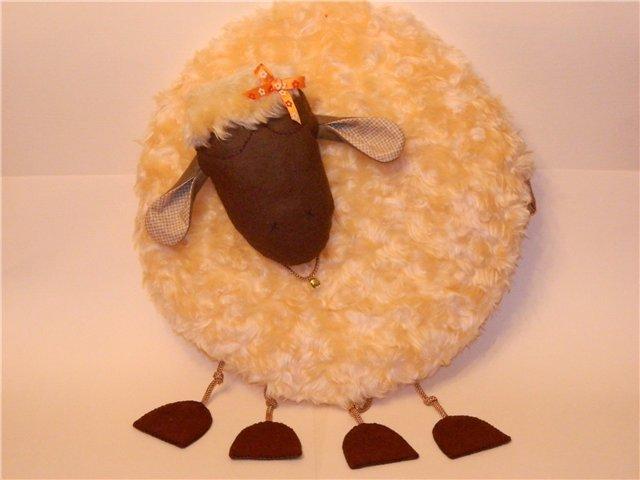 Как сшить декоративную подушку в форме овцы своими руками на Новый Год?