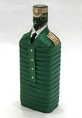 бутылка-солдат из атласных лент