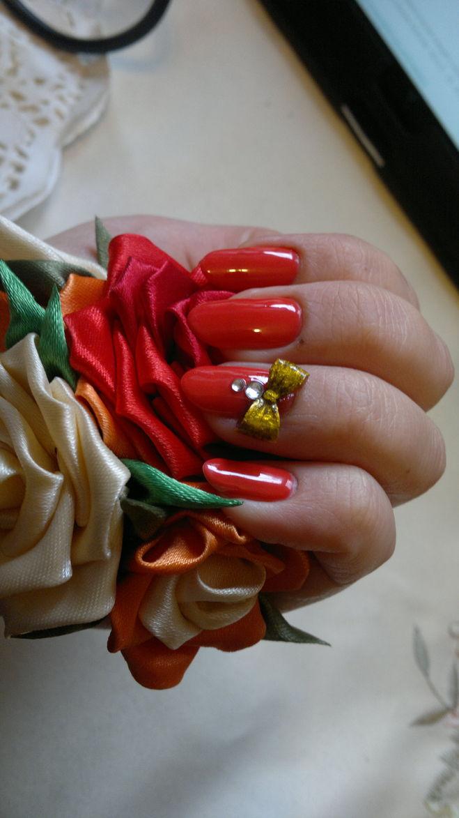 Покрытие ногтей гель лаком+бантик из акрила, собственного производства :)