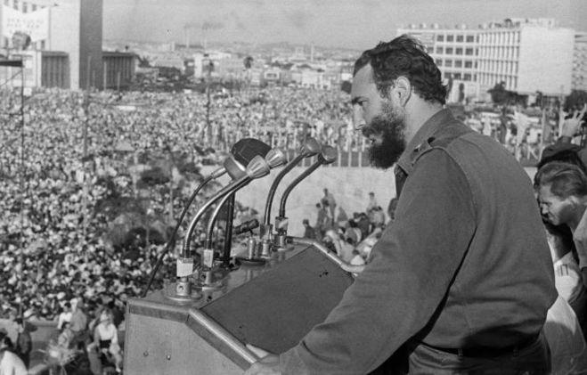 Новость о смерти Фиделя Кастро вызвала радость у кубинцев в США? Почему?