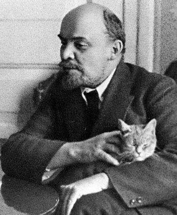 Ленин с кошкой
