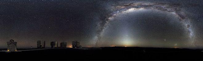 Панорама южного неба, сделанная около обсерватории Параналь, Чили, 2009 год. См. также