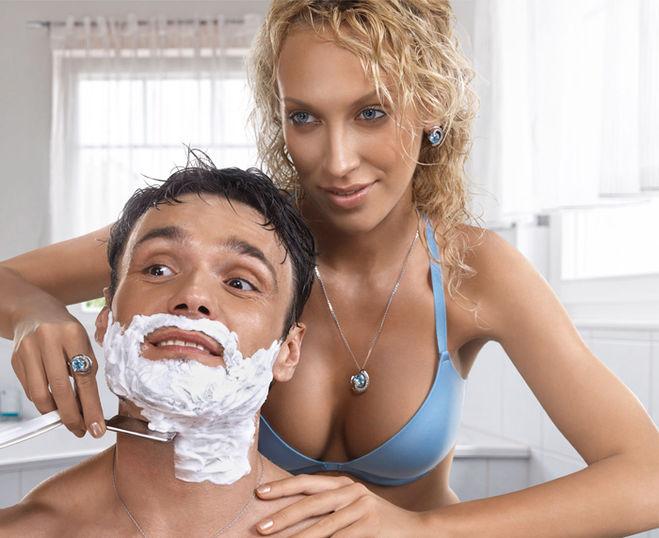 Женщина брет лобок мужчине