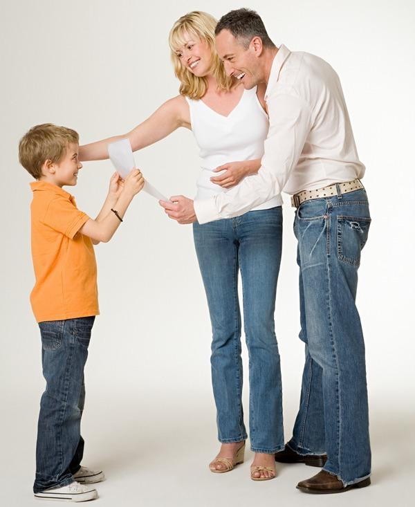 хвалят картинки ребёнка родители