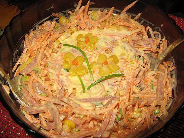 Приготовить вкусный салат с колбасой