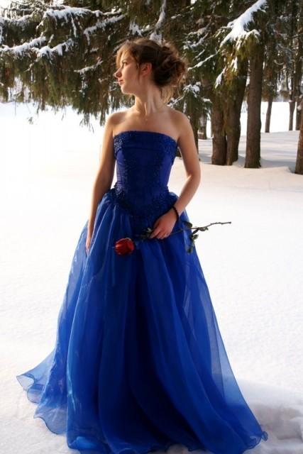 Позы для фотосессии для девушки в длинном платье