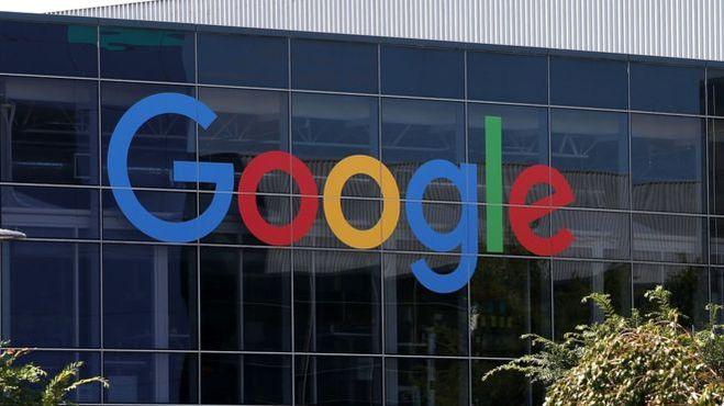 """Компанию Google обвинили в """"дискриминации белокожих мужчин консервативных взглядов""""."""