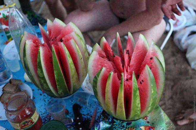 Как нарезать арбуз красиво пошагово