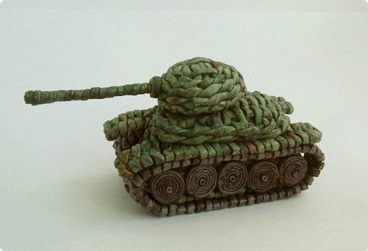 танк из газетных трубочек своими руками поэтапно мастер-класс