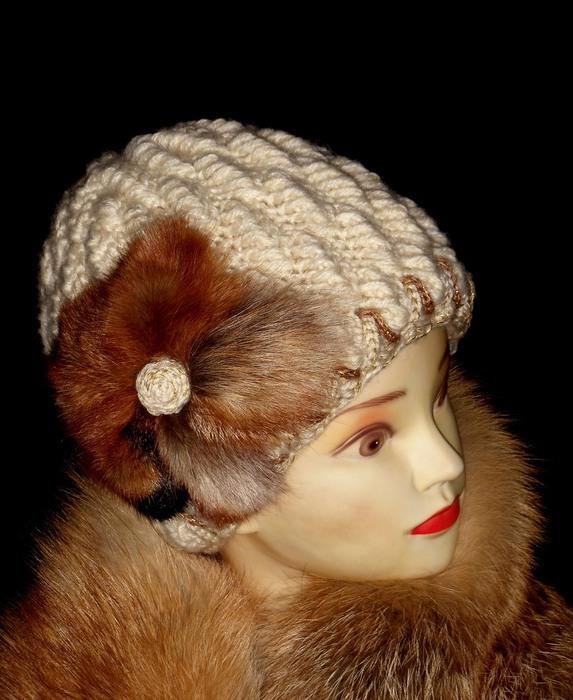 Чем украсить вязаную шапку, чтобы было элегантно и не по детски?