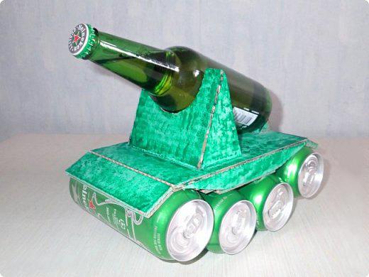 Бутылка в виде танка в подарок