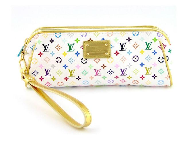 312fae531238 Как называется маленькая дамская сумочка, которую носят в руке?