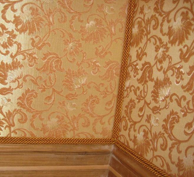 Каковы особенности использования ткани для отделки стен?