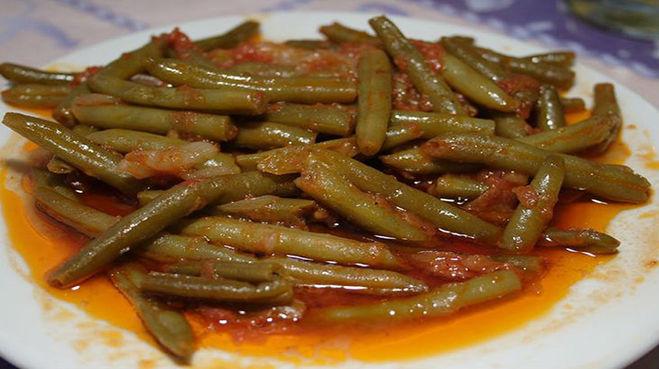 блюдо с зеленой фасолью - зеленая фасоль в томатном соусе по-египетски