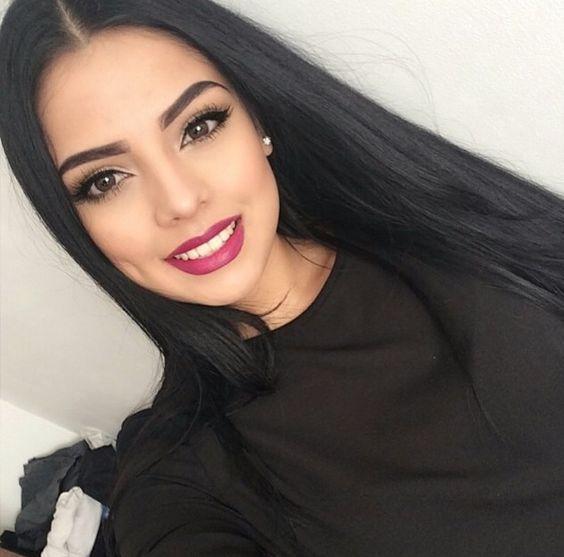 Фото одной девушки 16-17 лет