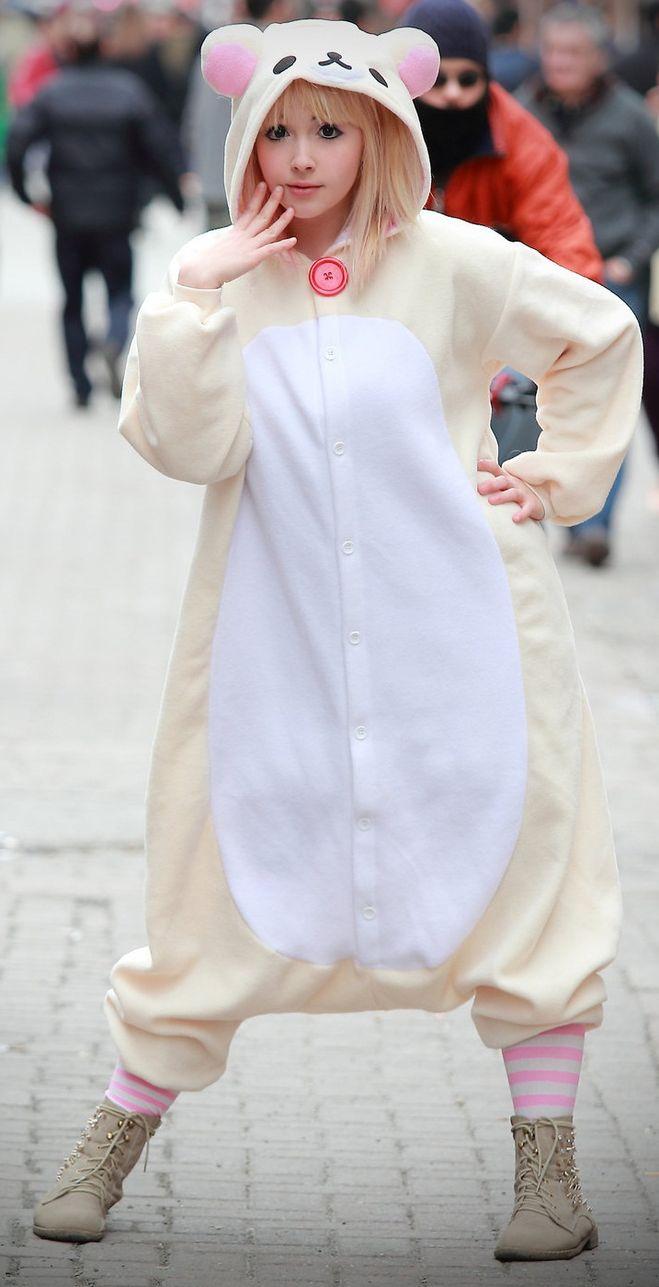 По кигуруми просто фанатеют не только японские школьницы но и наши  подростки. Довольно часто вижу молодежь в этих костюмах гуляющих по Арбату. 47449098ef3e9