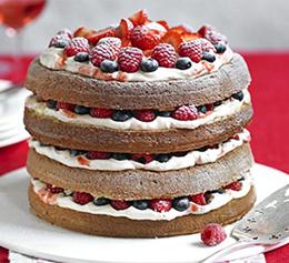 голый торт с ягодами